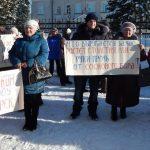 В Турочаке прошел митинг против варварской вырубки лесов