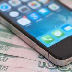 У посетительницы кафе в Майме стащили деньги и смартфон