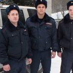 Сотрудники Росгвардии спасли людей из горящего дома