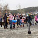 Около ста горожан приняли участие в спортивном празднике в Сквере семьи