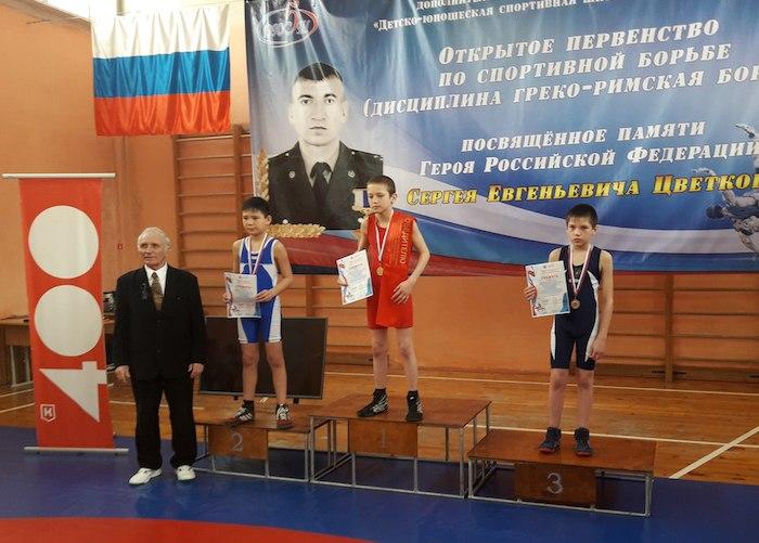 Юные алтайские борцы успешно выступили в Новокузнецке