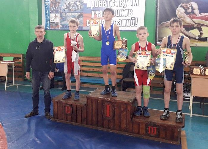 Юные борцы из Республики Алтай успешно выступили в Омске