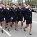 Потерявшая на параде туфлю сотрудница МВД из Горно-Алтайска стала звездой интернета
