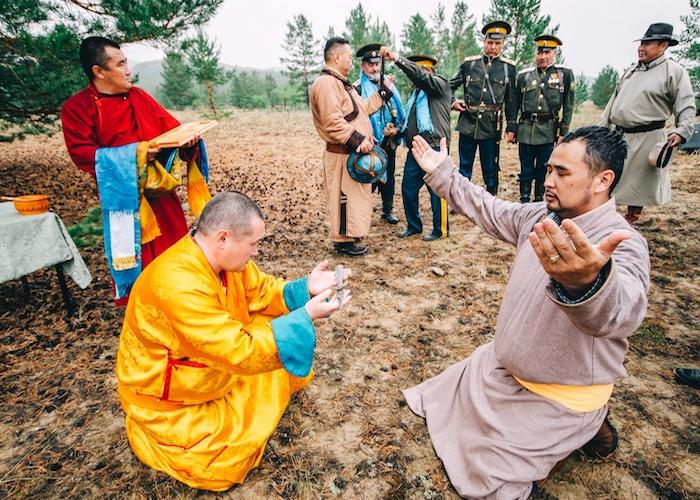 «Шашки наголо!». По инициативе алтайских буддистов в Бурятии провели молебен Амыр Сане