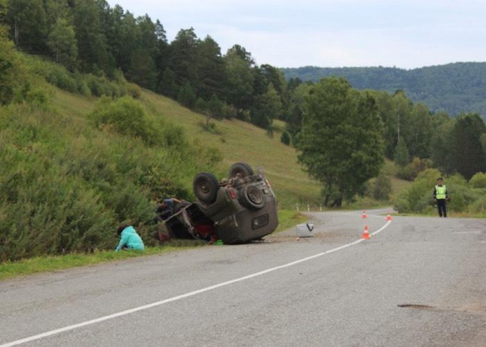 По дороге в Горно-Алтайск опрокинулся УАЗ, погиб один человек
