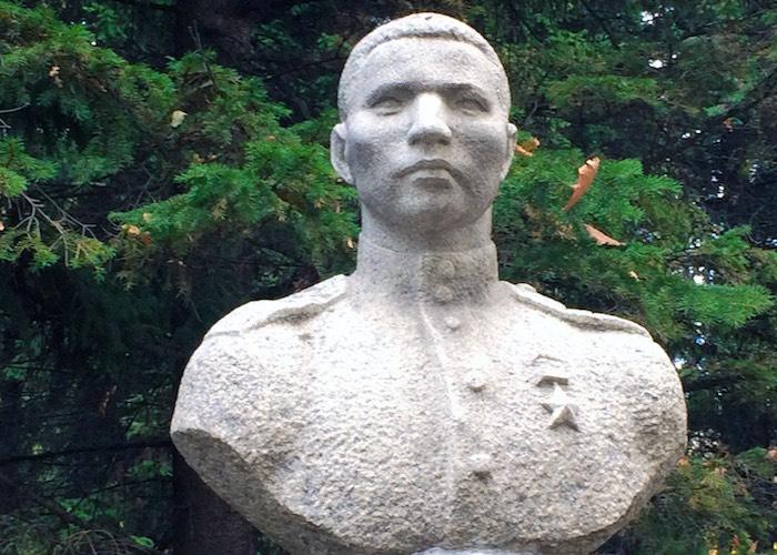 Наводил переправы под огнем противника и стал Героем Советского Союза