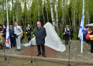 В Горно-Алтайске открыли памятник морякам и морским пехотинцам